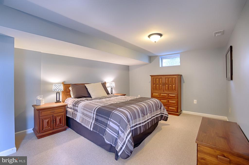 Legal 6th bedroom in basement - 43256 HARPER MANOR CT, ASHBURN