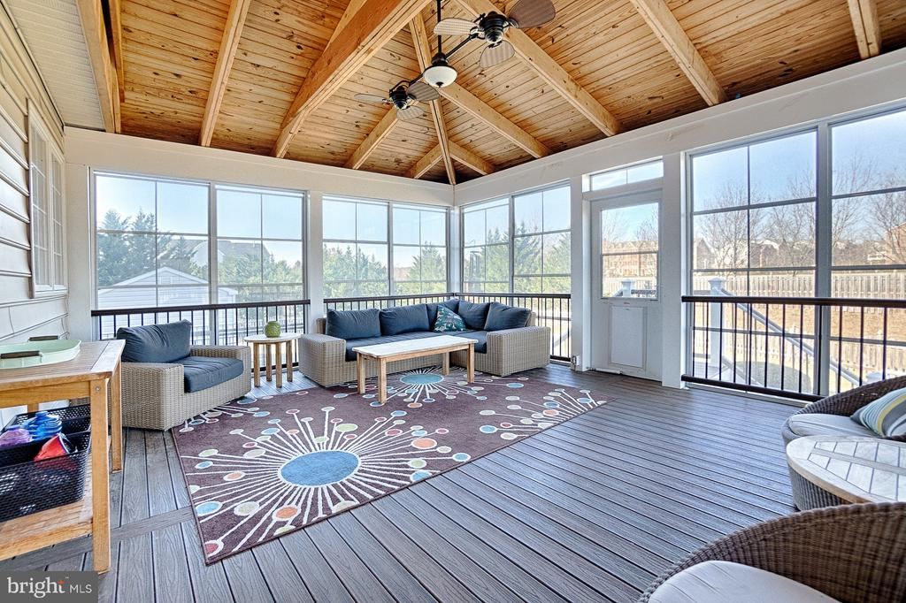 Year-round custom screened-in porch - 43256 HARPER MANOR CT, ASHBURN