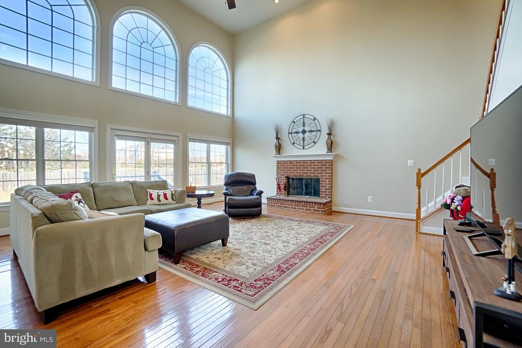 Talk about a WOW factor! - 43256 HARPER MANOR CT, ASHBURN