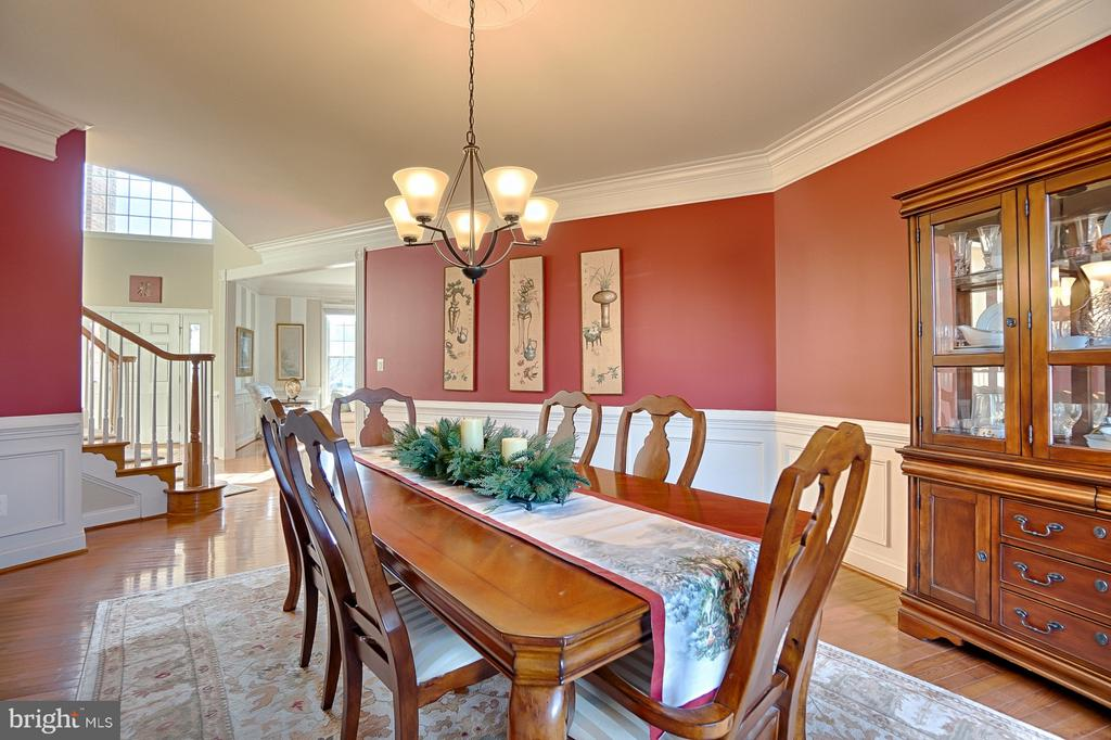 Access to living room and foyer - 43256 HARPER MANOR CT, ASHBURN
