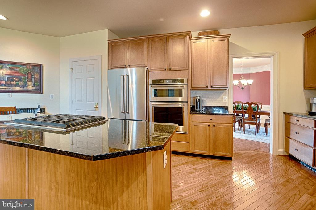 Includes walk-in pantry and desk - 43256 HARPER MANOR CT, ASHBURN