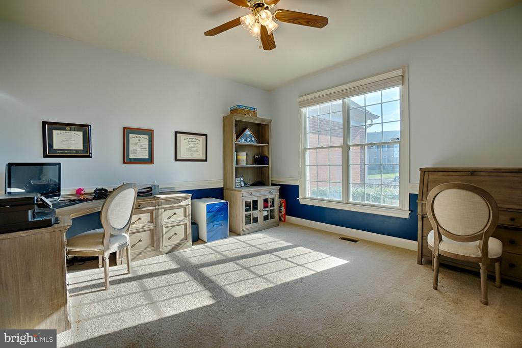 Main level study or den off of foyer - 43256 HARPER MANOR CT, ASHBURN
