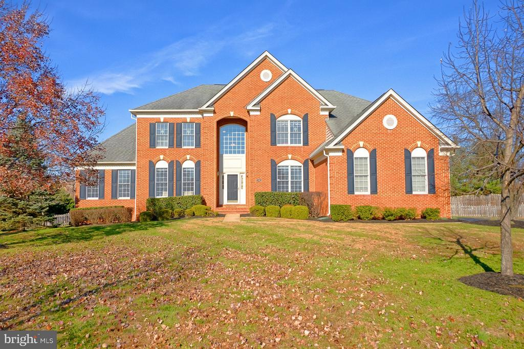 This gorgeous estate home awaits it's new owners! - 43256 HARPER MANOR CT, ASHBURN