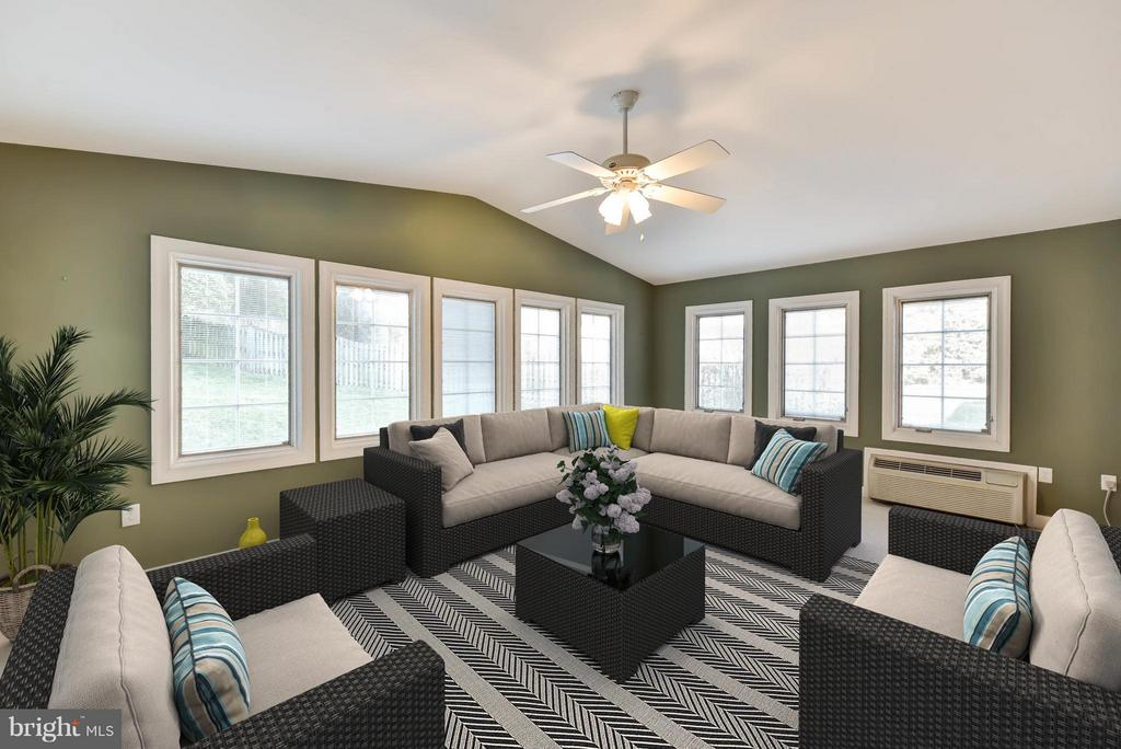 Sun Room off of the  Family Room - 8608 WOODLAND HEIGHTS CT, ALEXANDRIA