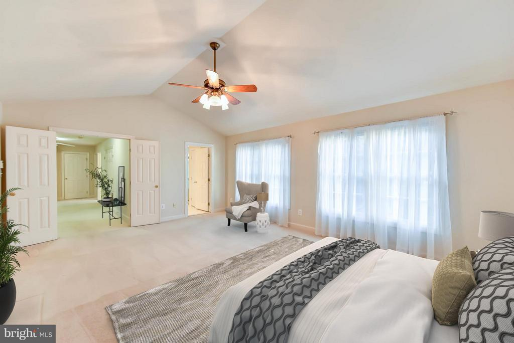 Large Master Suite - 8608 WOODLAND HEIGHTS CT, ALEXANDRIA