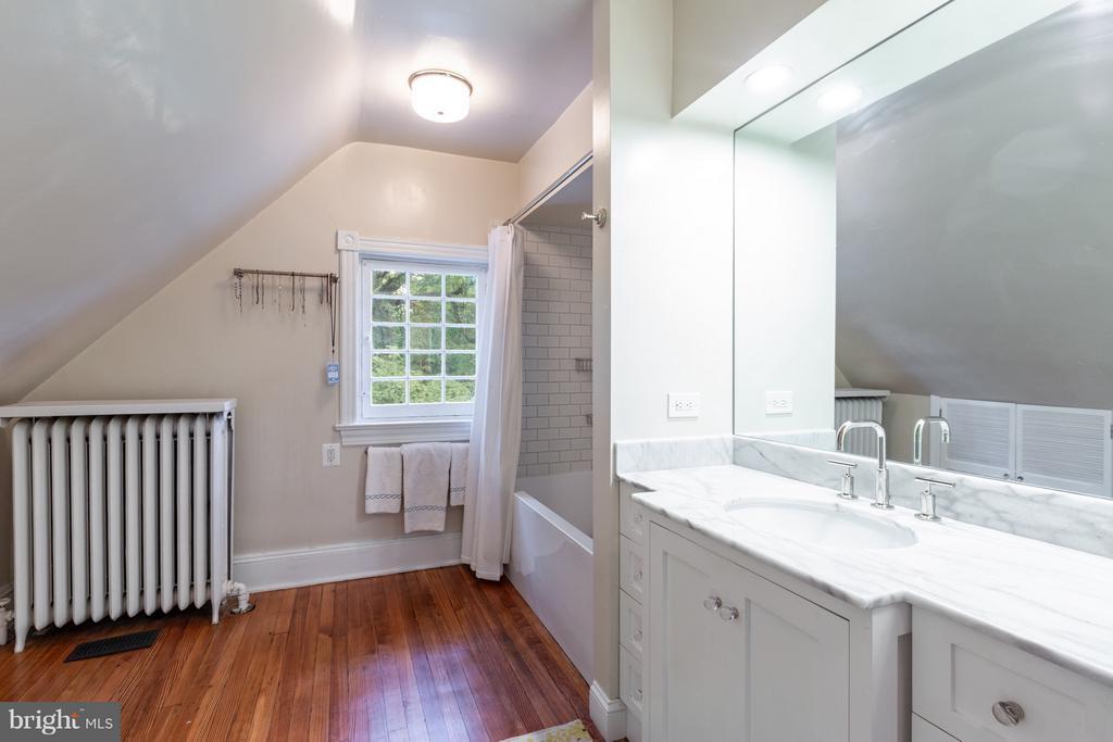 Bathroom - 1626 29TH ST NW, WASHINGTON
