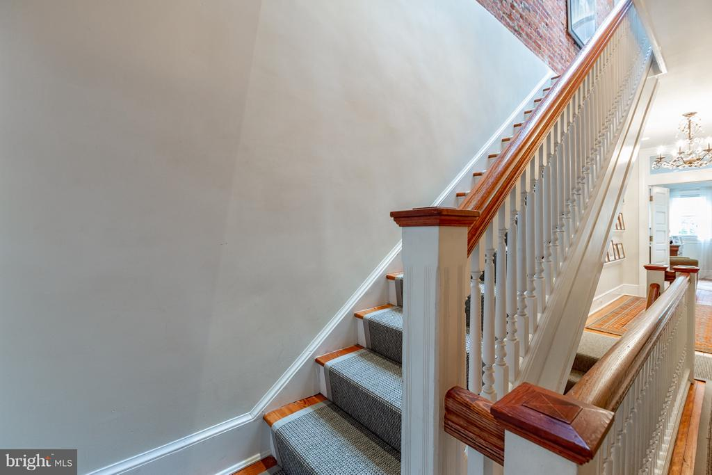 Stairs to third level - 1626 29TH ST NW, WASHINGTON