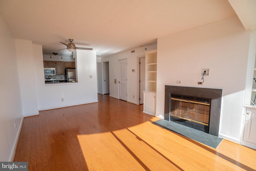 Spacious living and dining area - 1200 BRADDOCK PL #705, ALEXANDRIA