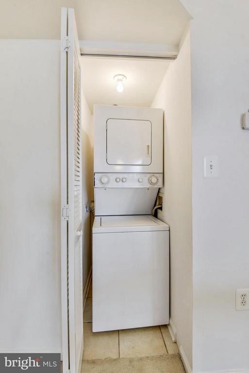 In-unit laundry facilities - 1001 N RANDOLPH ST #223, ARLINGTON