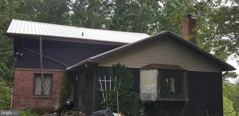 Single Family Homes para Venda às Rio, West Virginia 26755 Estados Unidos