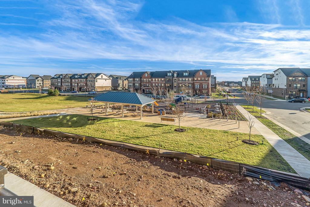 Front facing the community park - 43337 STADIUM TER, ASHBURN