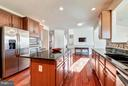 Gourmet Kitchen w/  Stainless Steel Appliances - 20290 KIAWAH ISLAND DR, ASHBURN