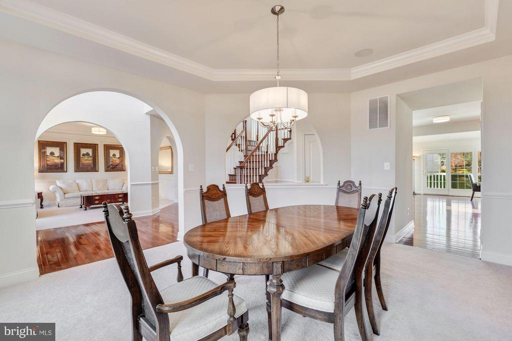 Formal Dining w/ Chair & Crown Molding - 20290 KIAWAH ISLAND DR, ASHBURN
