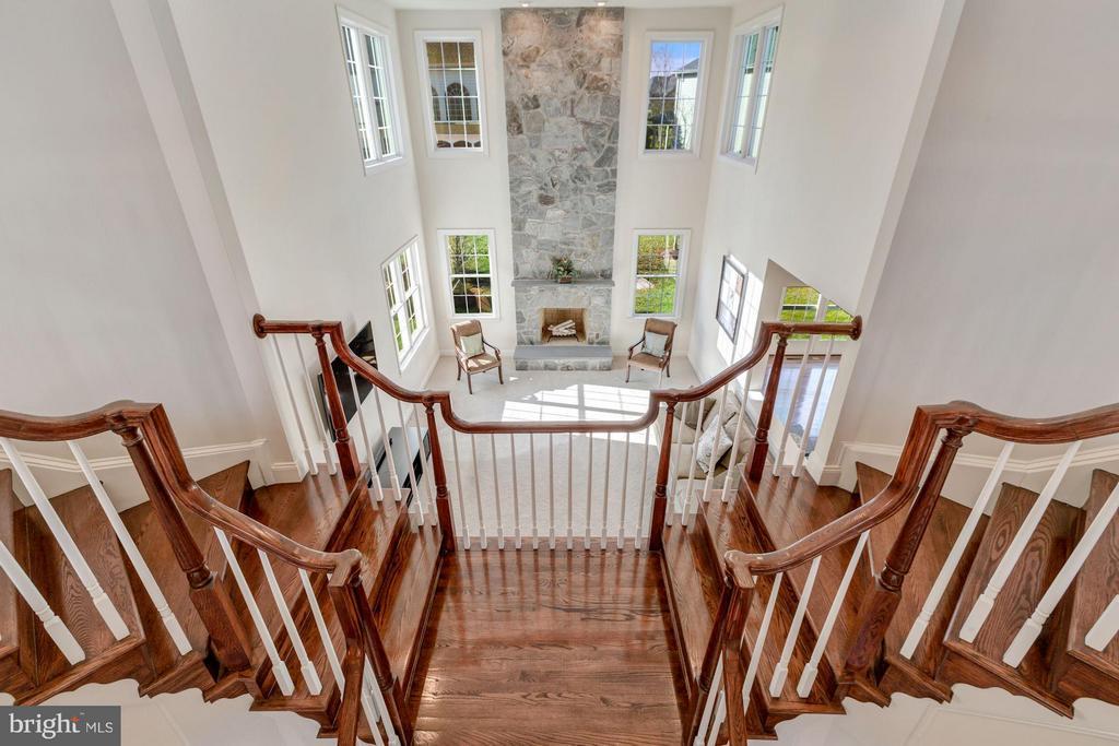 Split Staircase - 20290 KIAWAH ISLAND DR, ASHBURN