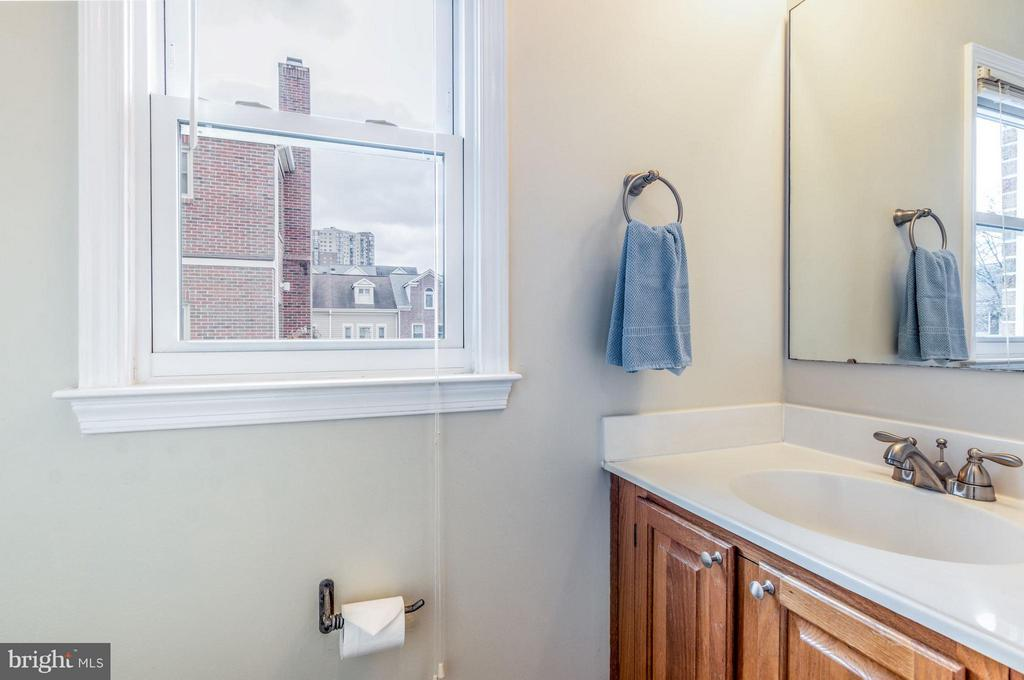 Main Level Half Bath - 1130 N STAFFORD ST #B, ARLINGTON