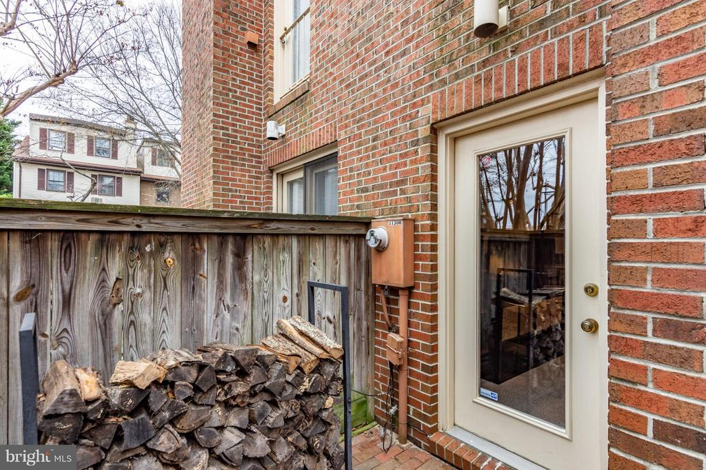 Patio - 1130 N STAFFORD ST #B, ARLINGTON