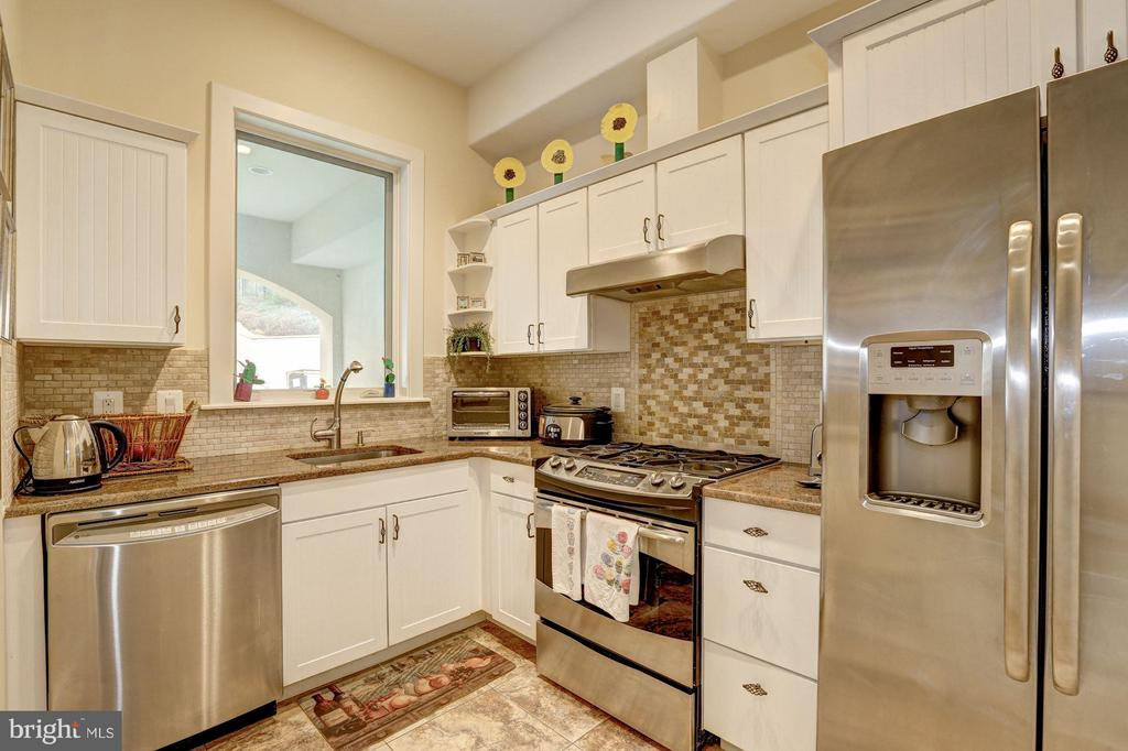 Fully equipped catering kitchen - 8505 MEADOWLARK LN, BETHESDA