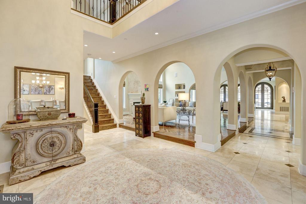 Foyer - 8505 MEADOWLARK LN, BETHESDA