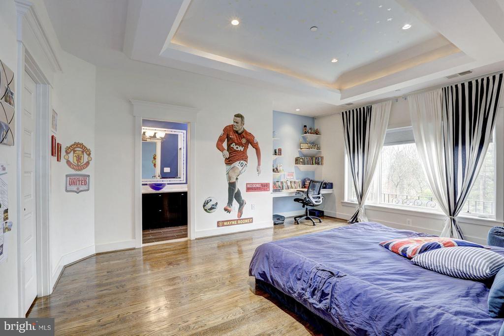 All bedrooms en suite with custom tile/marble - 8505 MEADOWLARK LN, BETHESDA