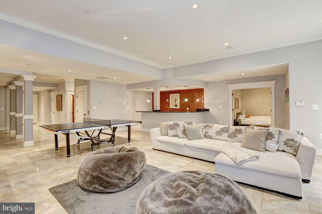 Spacious rec room for great entertaining - 8505 MEADOWLARK LN, BETHESDA