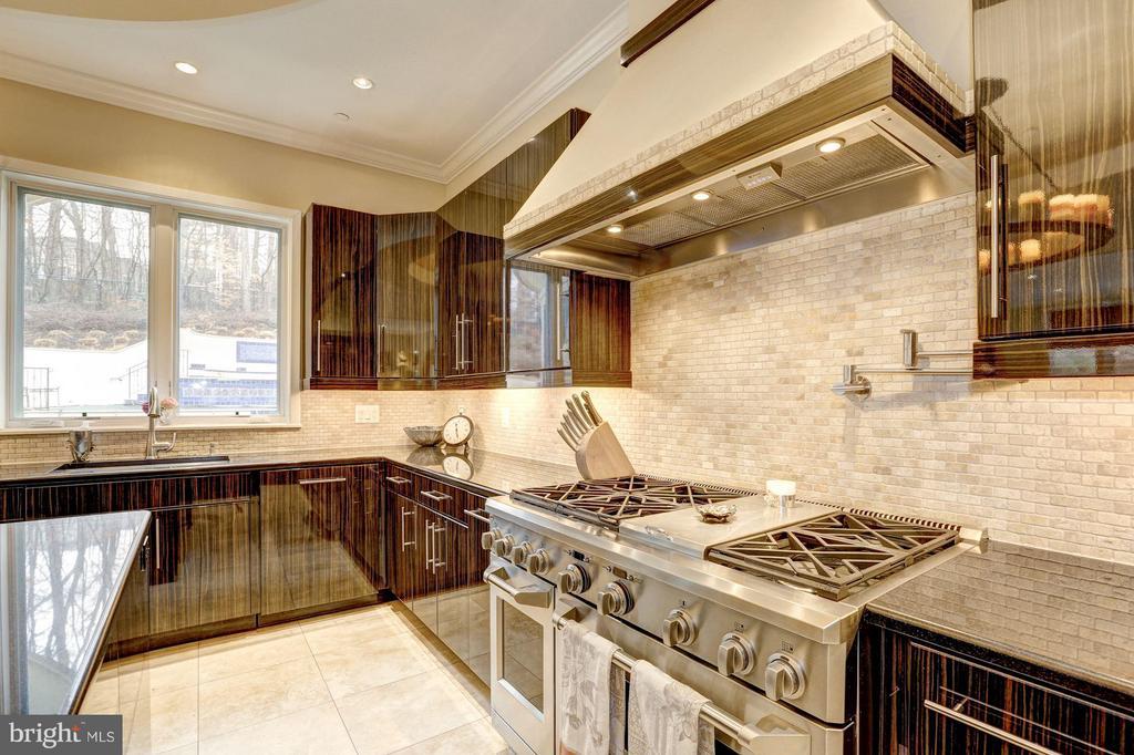 Kitchen - 8505 MEADOWLARK LN, BETHESDA