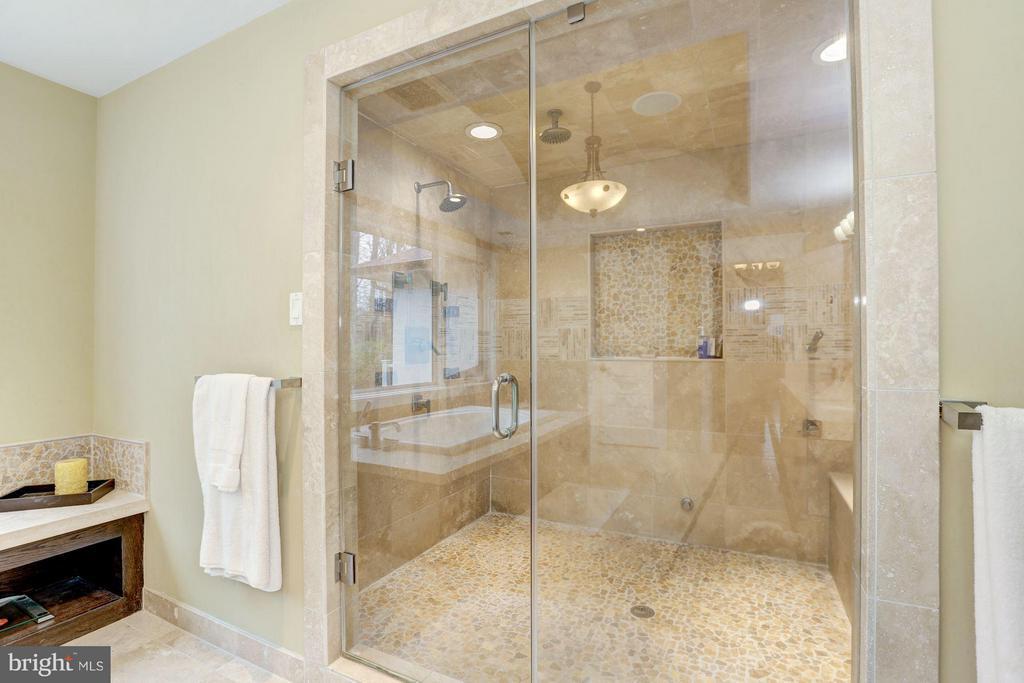 Bath (Master) - 8505 MEADOWLARK LN, BETHESDA
