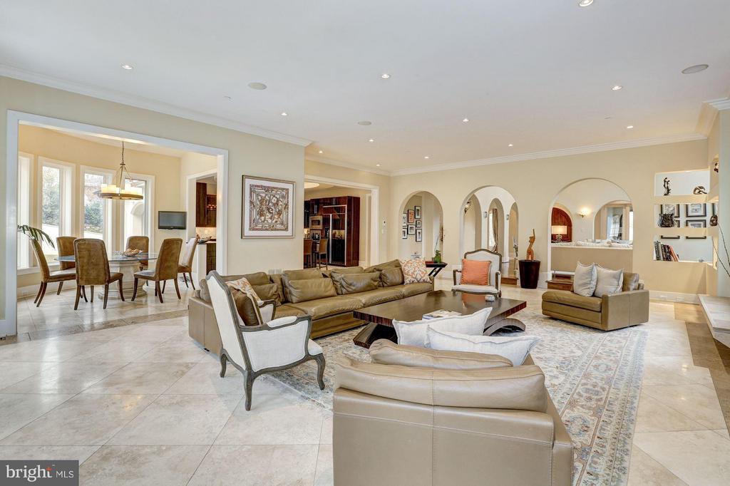 Open floor plan to kitchen and patio/pool - 8505 MEADOWLARK LN, BETHESDA