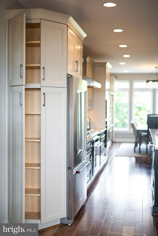 End Cabinets - 22000 EMBER BROOK CIR S, BRAMBLETON
