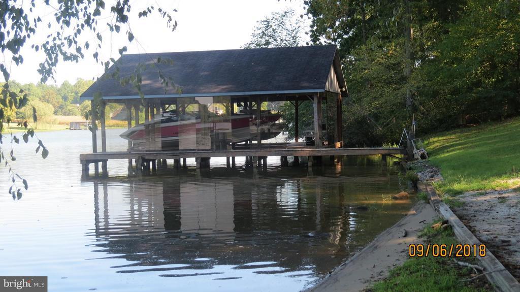 Boat slips - 7313 OAKWOOD DR, ORANGE