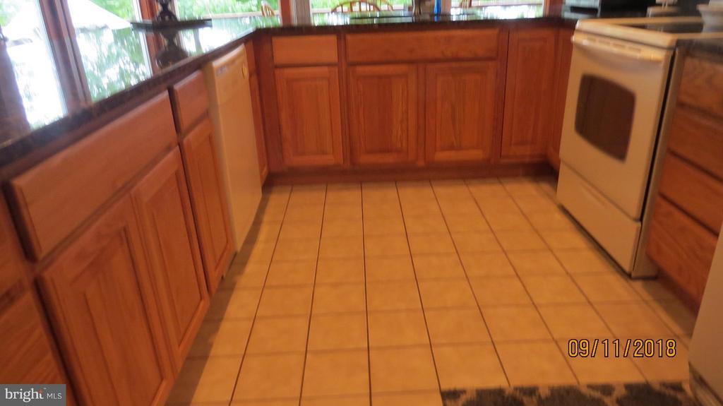 Kitchen - 7313 OAKWOOD DR, ORANGE
