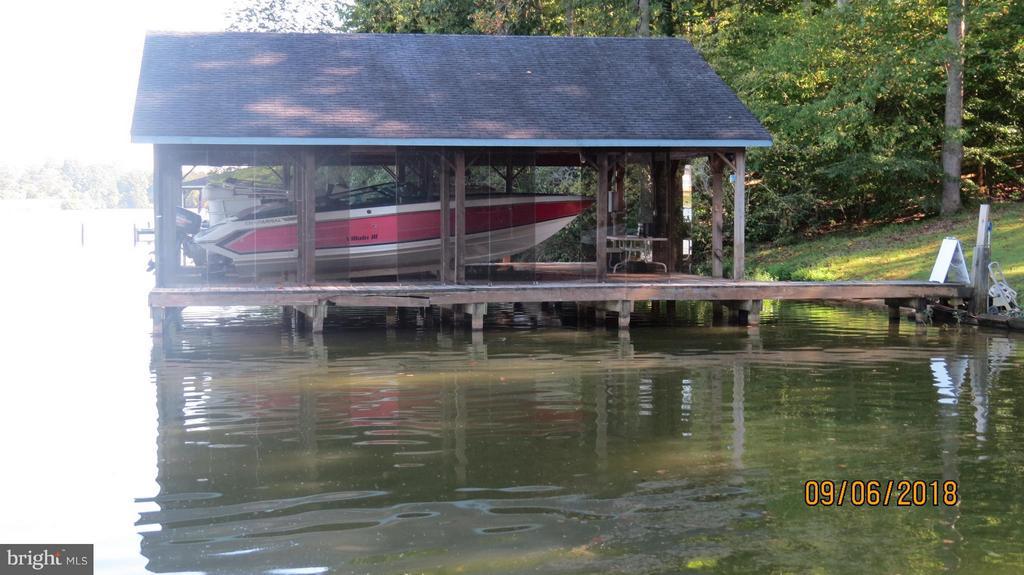 Boat house - 7313 OAKWOOD DR, ORANGE