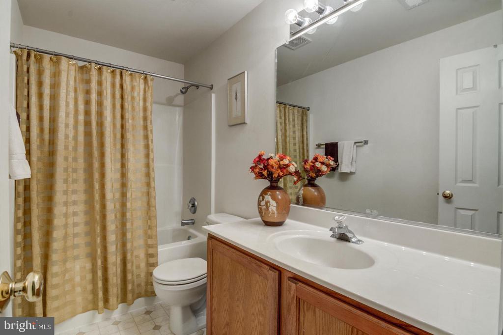 Basement// Full Bathroom 3 - 65 SAINT GEORGES DR, STAFFORD