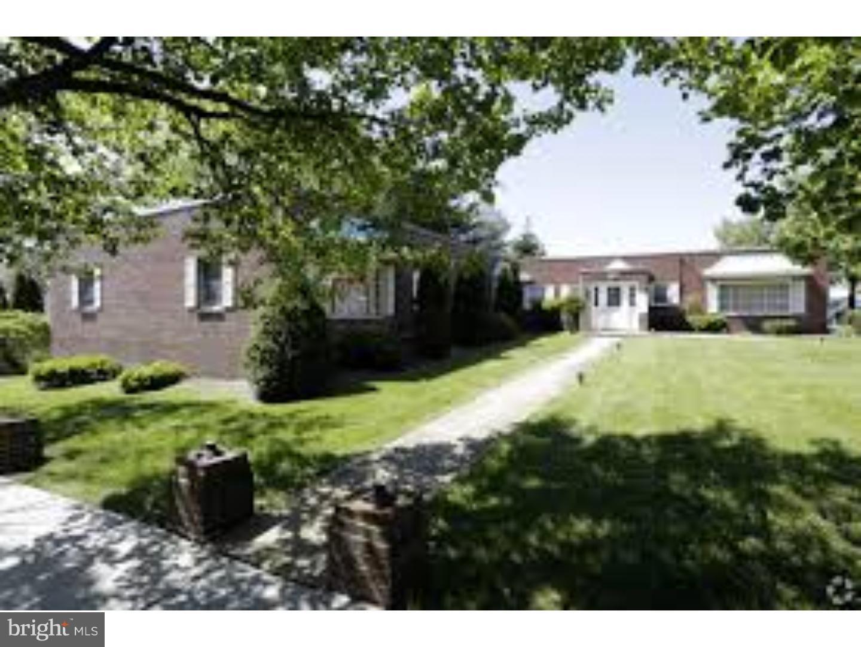 Maison unifamiliale pour l Vente à 105 N BLACK HORSE PIKE Runnemede, New Jersey 08078 États-Unis