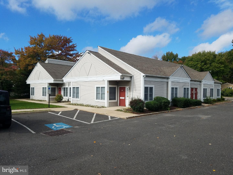 Частный односемейный дом для того Продажа на 300 W SOMERDALE Road Voorhees, Нью-Джерси 08043 Соединенные Штаты
