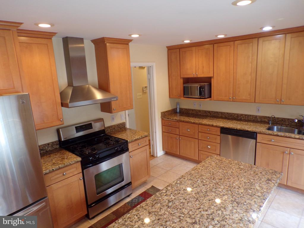 Stainless Steel  Appliances - 8803 NW HIGDON DR, VIENNA