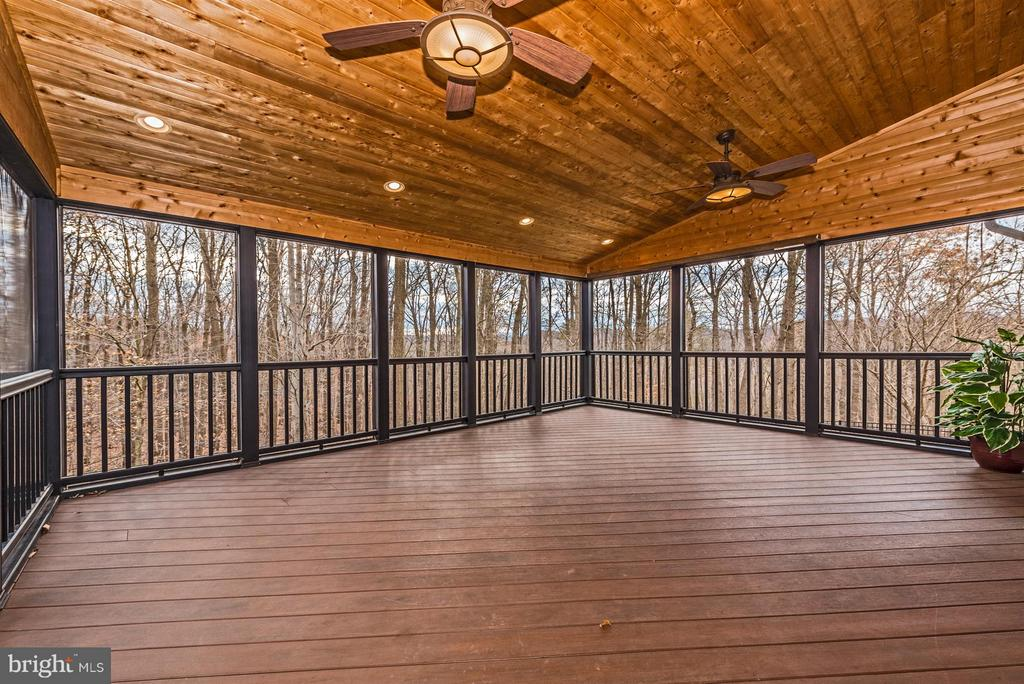Gorgeous screened in porch with TV hookup - 9614 WOODLAND RD, NEW MARKET