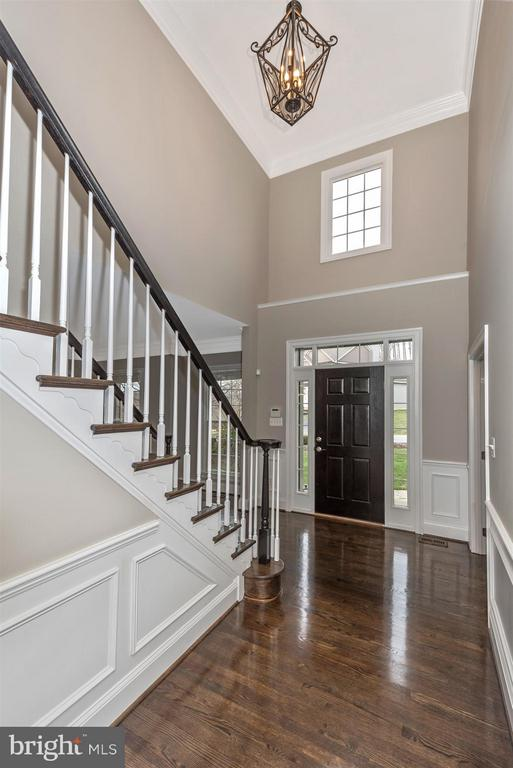 Two story foyer - 9614 WOODLAND RD, NEW MARKET