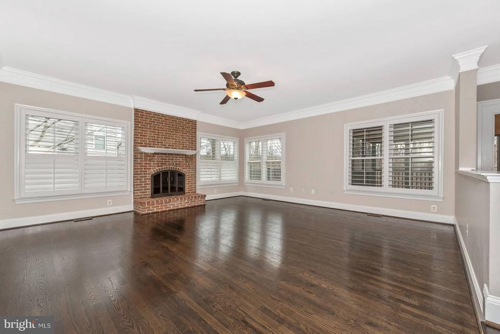 Gorgeous newly stained hardwood - 9614 WOODLAND RD, NEW MARKET