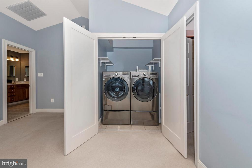 Laundry in master - 9614 WOODLAND RD, NEW MARKET