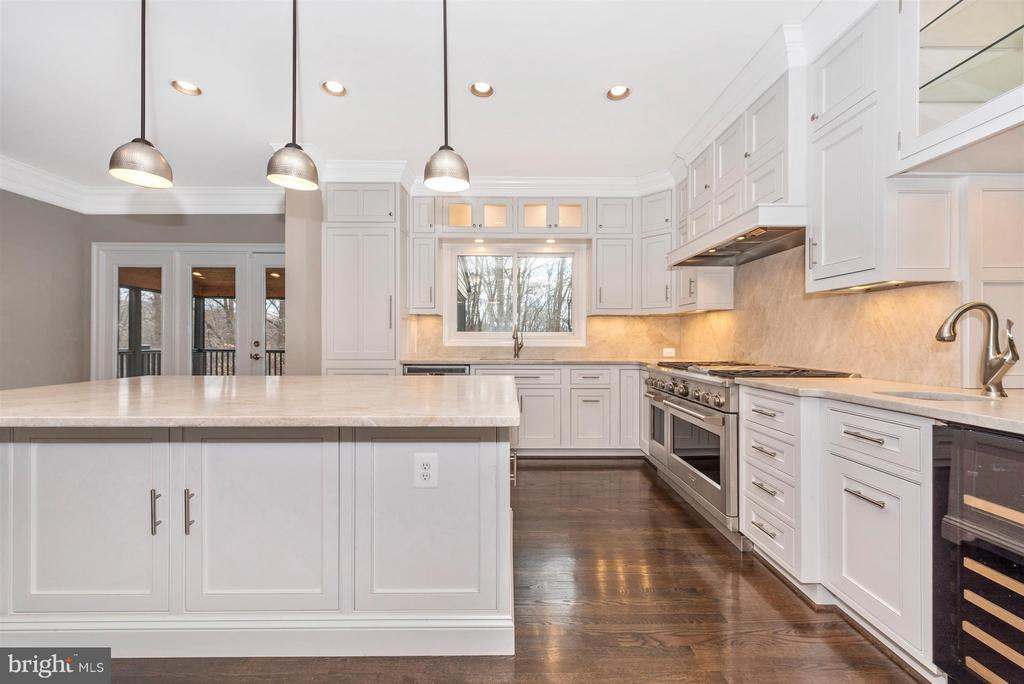 Gourmet custom kitchen - 9614 WOODLAND RD, NEW MARKET
