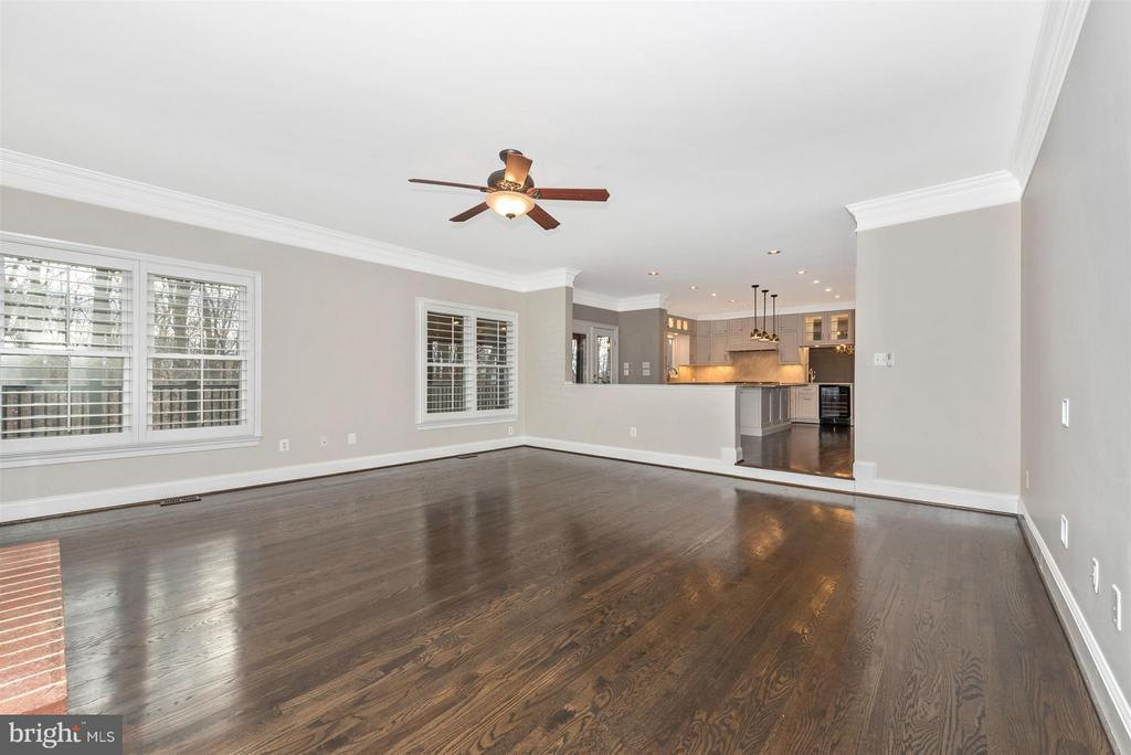 Wow. Look at the gleaming hardwood - 9614 WOODLAND RD, NEW MARKET