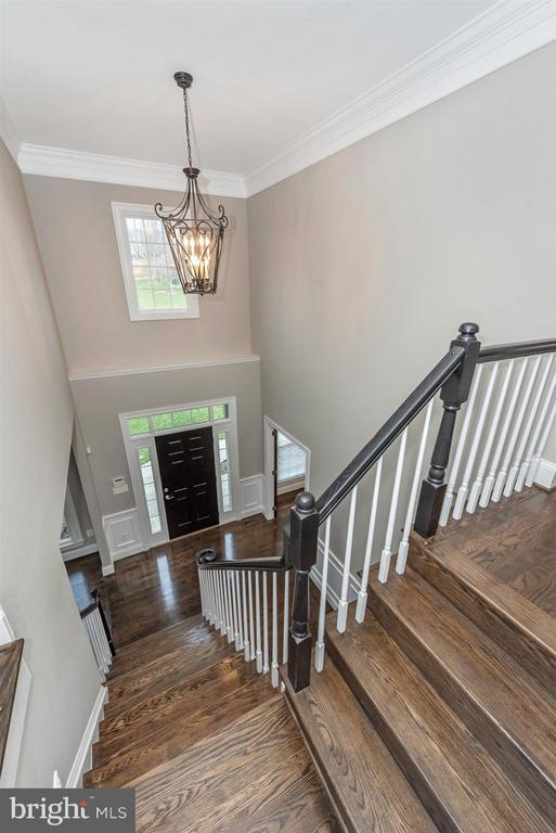 Two story foyer with custom light fixture - 9614 WOODLAND RD, NEW MARKET