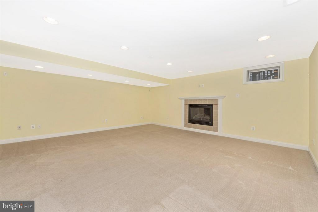 Huge living space in basement with fireplace - 9614 WOODLAND RD, NEW MARKET