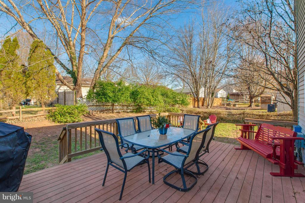Large Deck off of Dining area - 7427 KILCREGGAN TER, GAITHERSBURG