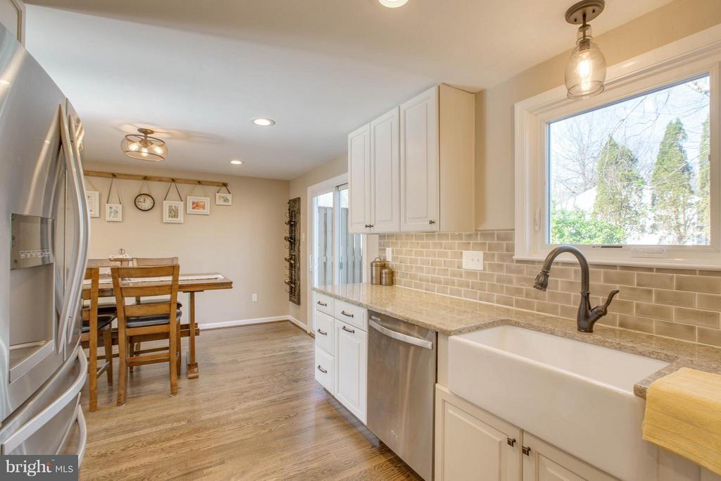 Kitchen opens up to the dining area - 7427 KILCREGGAN TER, GAITHERSBURG