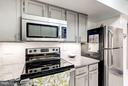 Glass tile backsplash & stainless steel appliances - 2400 CLARENDON BLVD #816, ARLINGTON