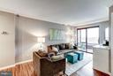 Spacious 830 sq ft PLUS sunroom - 2400 CLARENDON BLVD #816, ARLINGTON