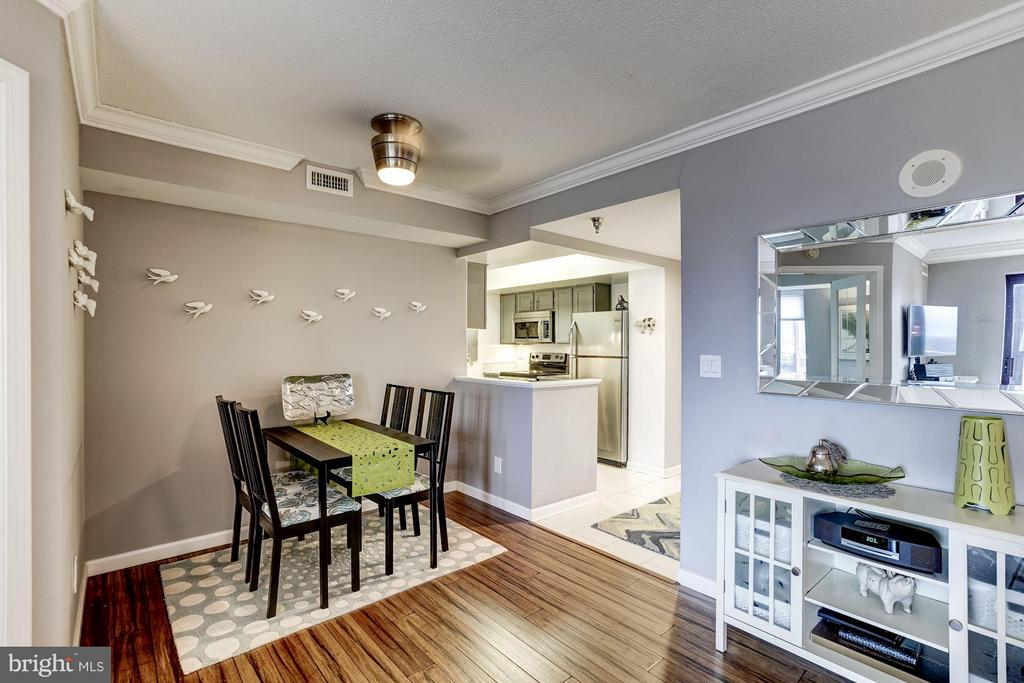 The dining nook is separated from the living space - 2400 CLARENDON BLVD #816, ARLINGTON