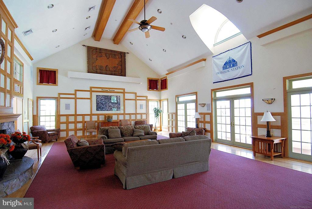 Beautifully decorated clubhouse for get-togethers - 43154 PARKERS RIDGE DR, LEESBURG