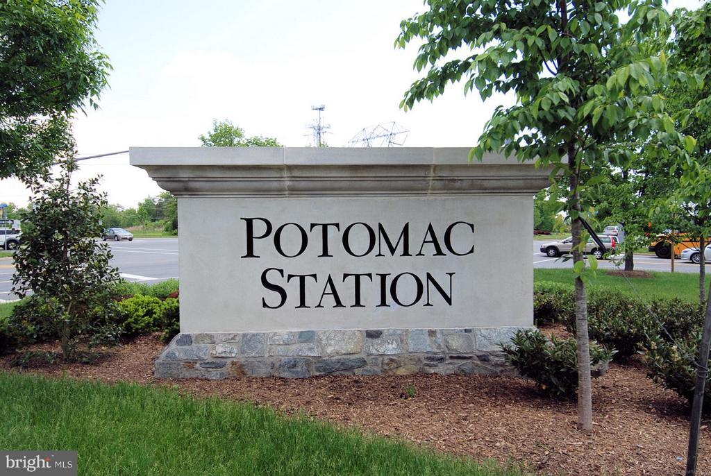 Potomac Station Neighborhood has lots of amenities - 43154 PARKERS RIDGE DR, LEESBURG
